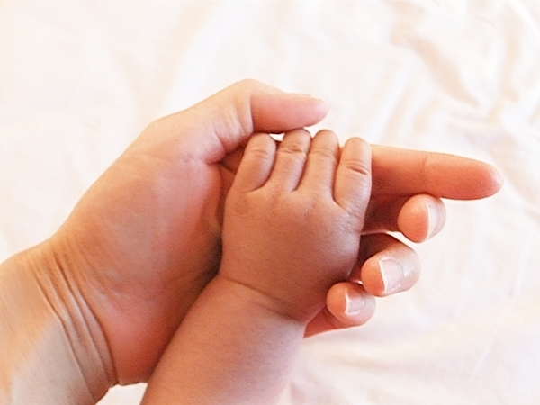 シングルマザー・ファザーに介護の仕事を。ひとり親の介護就労支援政策、一体どうなる?