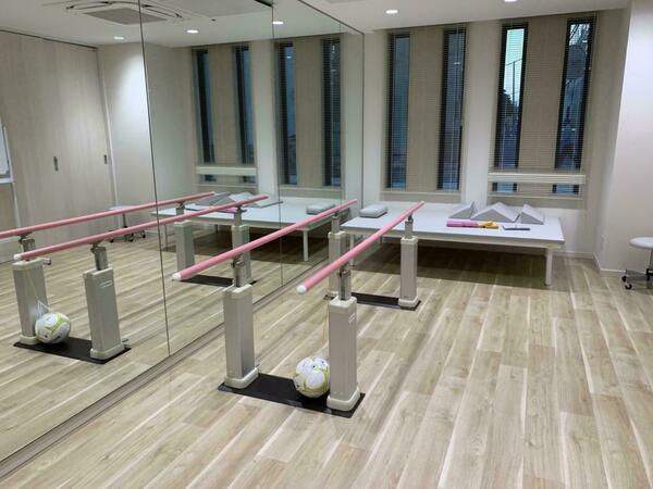 鏡張りの機能訓練室
