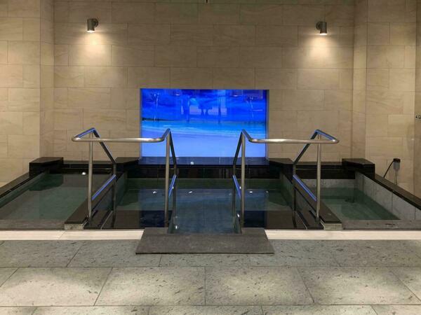 85インチのテレビがある大浴場