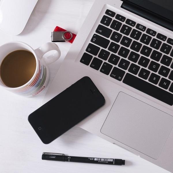 イマドキの高齢者はパソコン・スマホ・タブレットでインターネット生活を満喫中