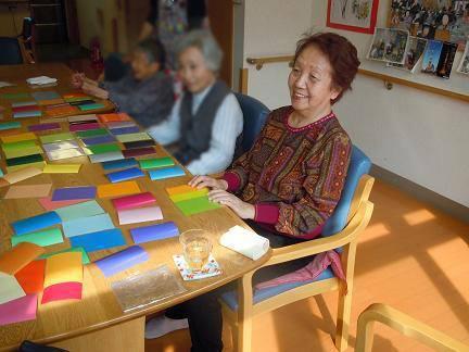 色でその人の物語を引き出す彩色ケア「色カルタ・クオリアゲーム」三浦南海子さんインタビュー